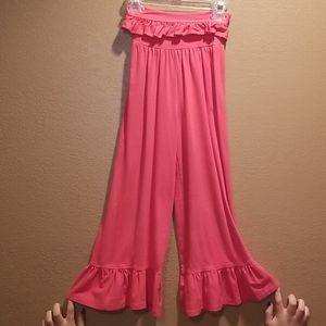 Persnickety ruffled pants.  Sz 8.  Coral
